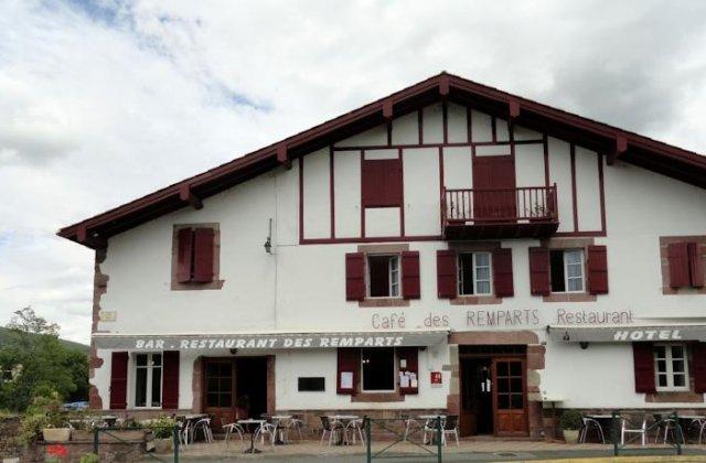 Hotel des remparts wise pilgrim guidebooks for the camino de santiago - Hotel saint jean pied de port ...