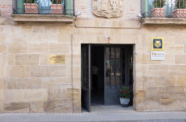 Camino de Santiago Accommodation: Hotel Duques de Nájera ⭑⭑⭑