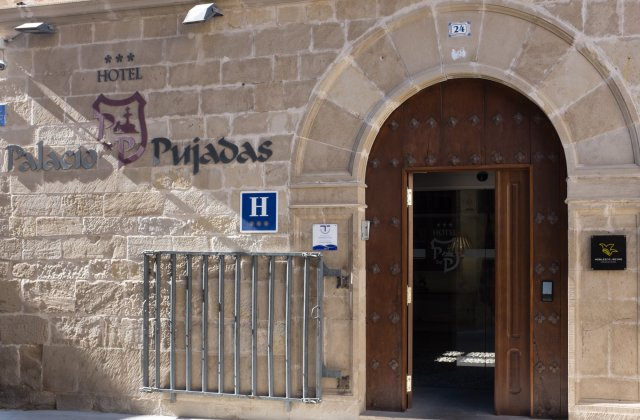Camino de Santiago Accommodation: Hotel Palacio de Pujadas ⭑⭑⭑