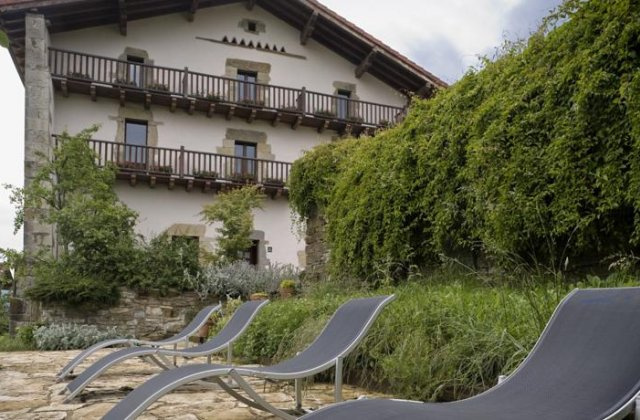 Camino de Santiago Accommodation: Hotel Akerreta ⭑⭑