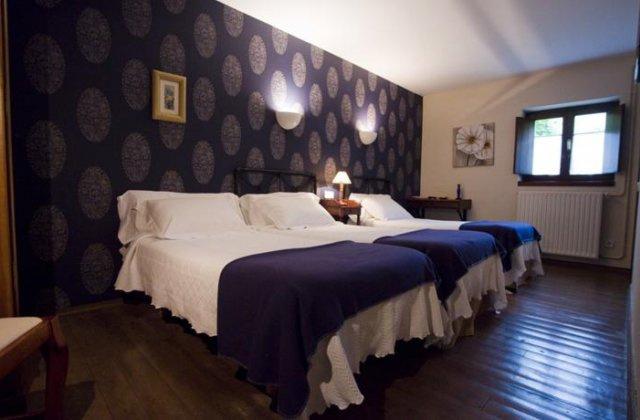 Camino de Santiago Accommodation: Hotel Castillo de Valdés-Salas ⭑⭑