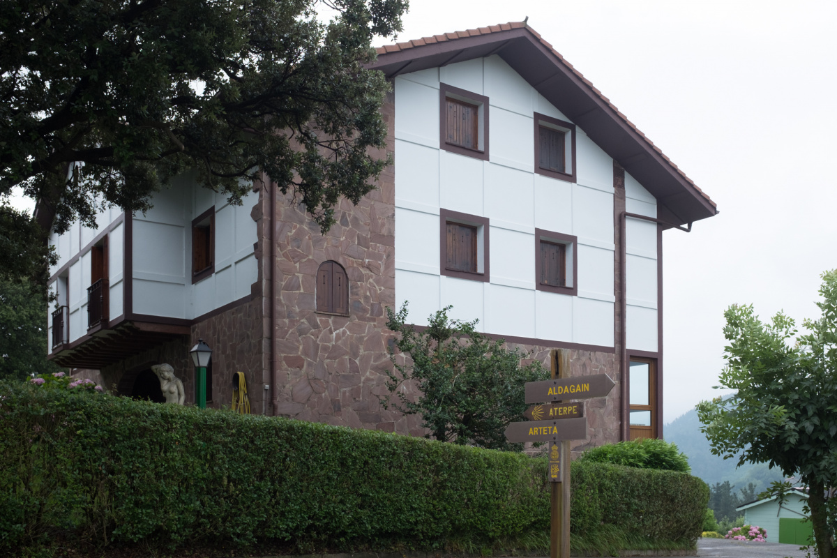 Camino de Santiago Accommodation: Albergue de peregrinos San Martin