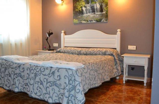 Camino de Santiago Accommodation: Hotel Las Camelias ⭑⭑