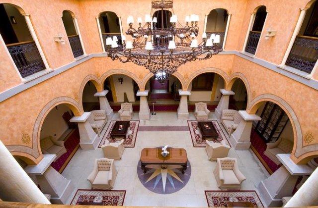Camino de Santiago Accommodation: Hotel Palacio de la Magdalena ⭑⭑⭑⭑