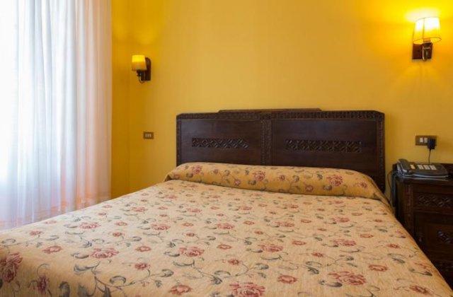 Camino de Santiago Accommodation: Hotel Casa España ⭑⭑