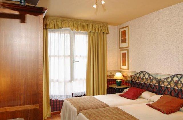 Camino de Santiago Accommodation: Hotel Avenida Real ⭑⭑