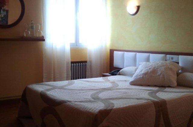 Camino de Santiago Accommodation: Hotel La Isla ⭑⭑