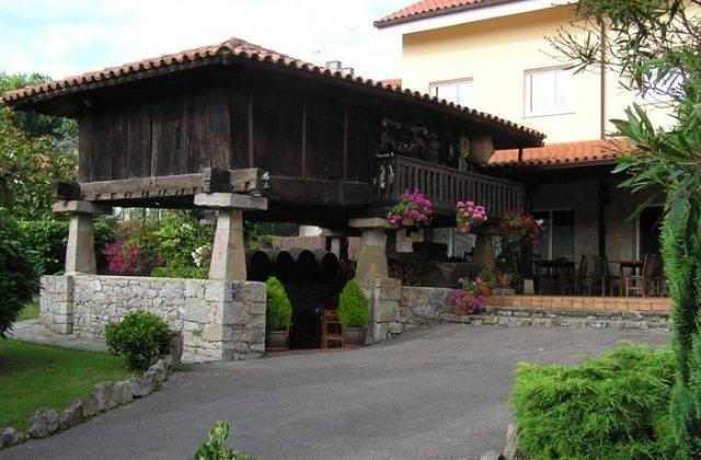 Camino de Santiago Accommodation: Hotel Entreviñes ⭑⭑