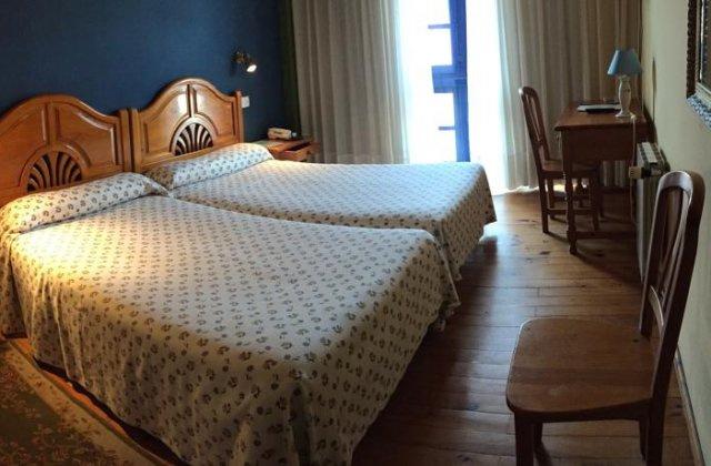 Camino de Santiago Accommodation: Hotel Cuevas del Mar ⭑⭑