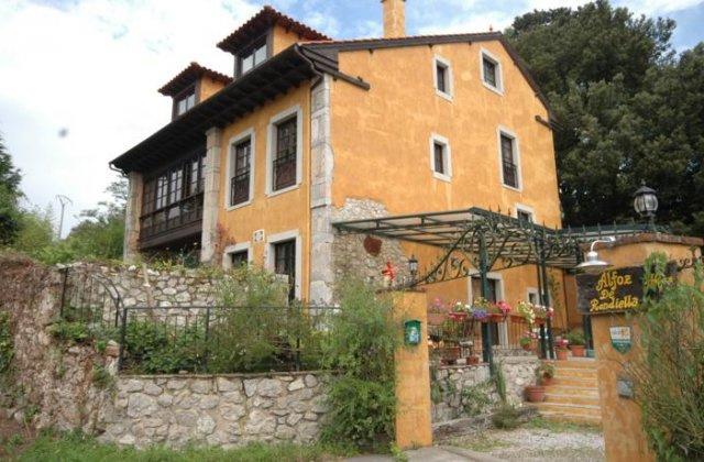 Camino de Santiago Accommodation: Hotel Rural Alfoz de Rondiella ⭑