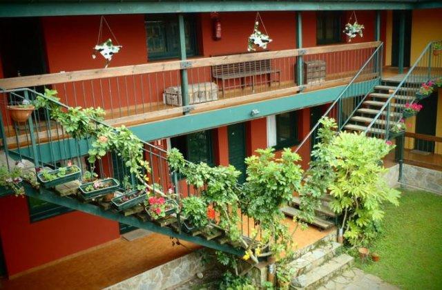 Camino de Santiago Accommodation: Hotel Rural Aldea del Trasgu ⭑⭑