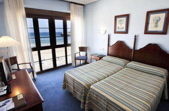Camino de Santiago Accommodation: Hotel Ribadesella Playa ⭑⭑⭑