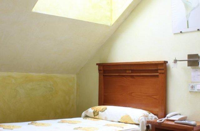 Camino de Santiago Accommodation: Hotel Pugide ⭑⭑