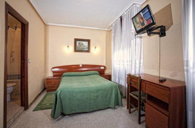 Camino de Santiago Accommodation: Hotel La Paz ⭑