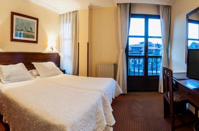 Camino de Santiago Accommodation: Hotel Las Rocas ⭑⭑⭑