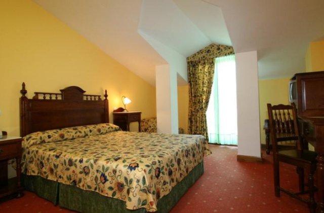 Camino de Santiago Accommodation: Hotel Cueli ⭑⭑⭑