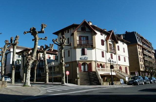 Camino de Santiago Accommodation: Hotel Alameda ⭑⭑