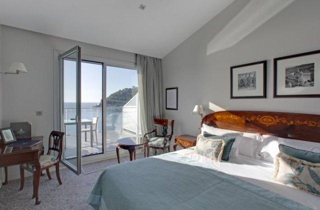Camino de Santiago Accommodation: Hotel de Londres ⭑⭑⭑⭑