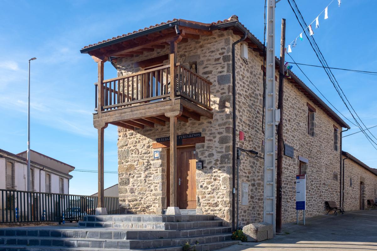 Camino de Santiago Accommodation: Albergue de peregrinos Virgen de la Carballeda