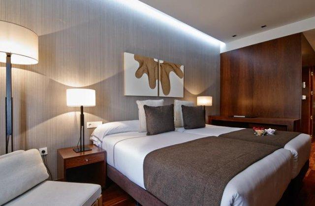 Camino de Santiago Accommodation: Hotel Carris Cardenal Quevedo ⭑⭑⭑⭑