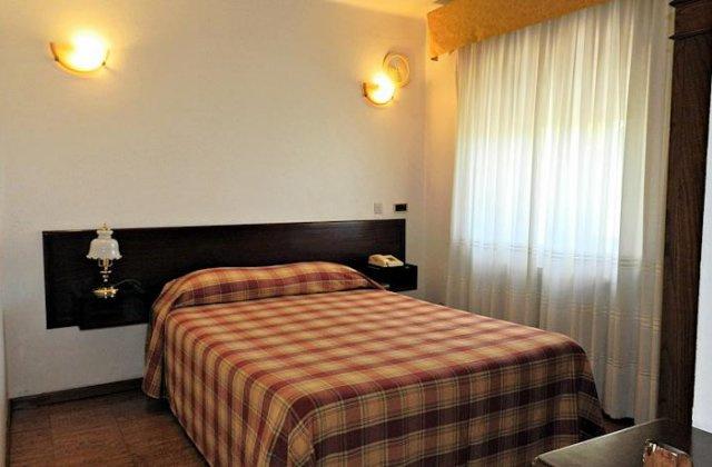 Camino de Santiago Accommodation: Hotel Val de Flores ⭑