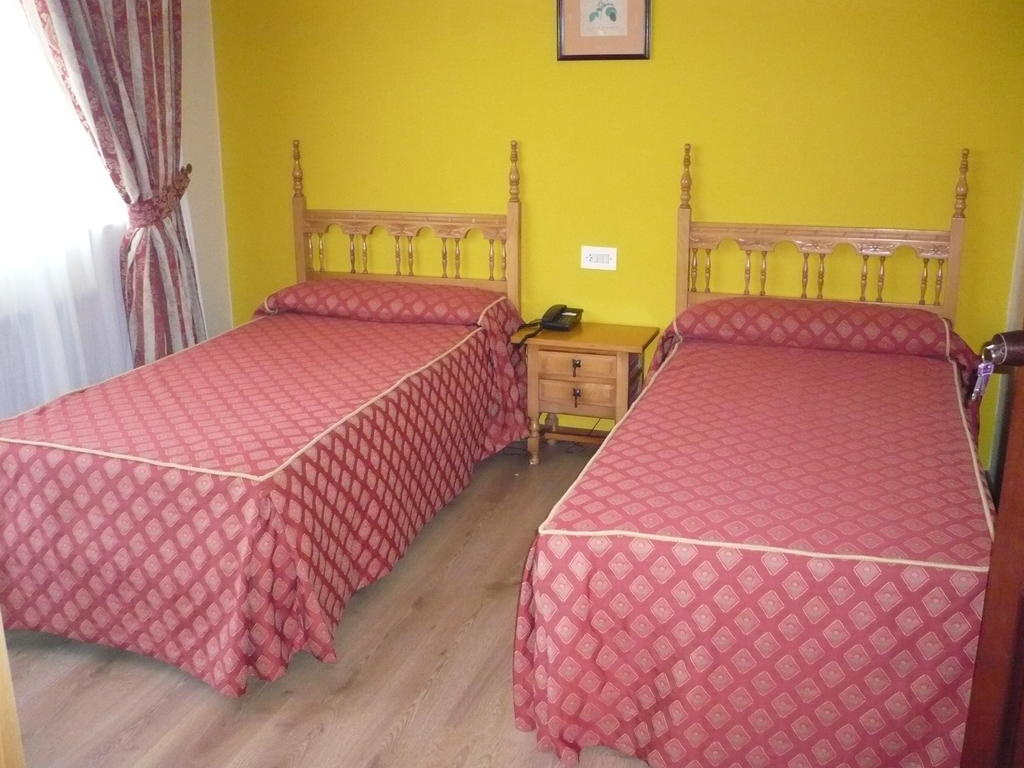 Camino de Santiago Accommodation: Hotel Las Islas ⭑