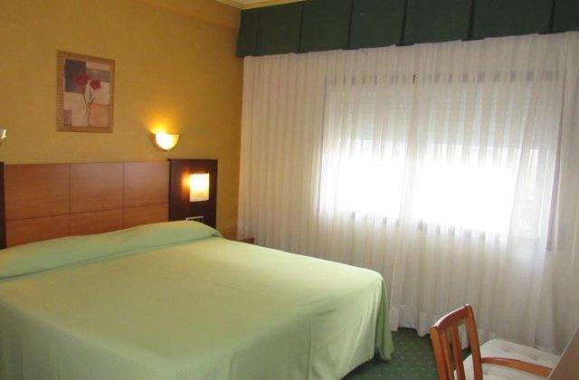Camino de Santiago Accommodation: Hotel Virgen del Camino ⭑⭑⭑