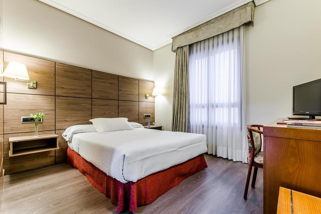 Camino de Santiago Accommodation: Hotel Galicia Palace ⭑⭑⭑⭑