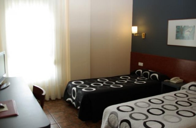 Camino de Santiago Accommodation: Hotel Yerri ⭑⭑