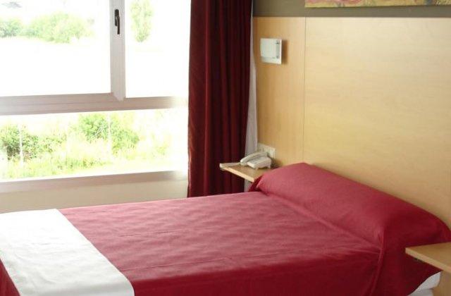 Camino de Santiago Accommodation: Hotel Villa de Los Arcos ⭑⭑⭑