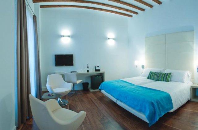 Camino de Santiago Accommodation: Hotel Calle Mayor ⭑⭑⭑⭑