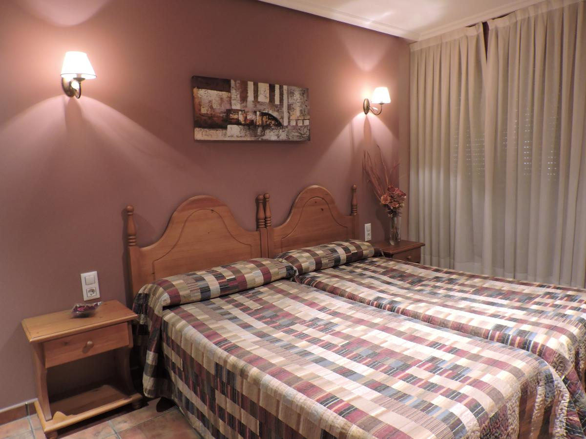 Camino de Santiago Accommodation: Hostal Villa de Navarrete