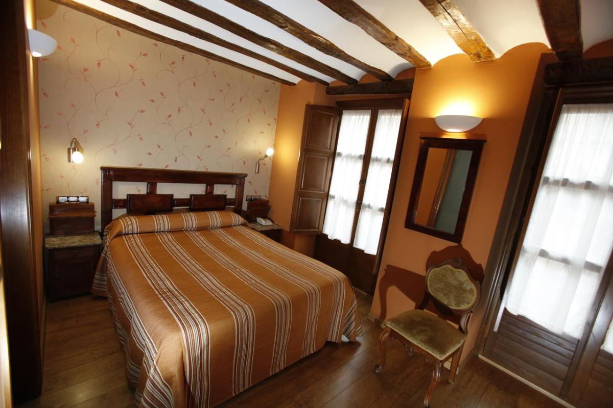 Camino de Santiago Accommodation: Hostal Rey Pedro I