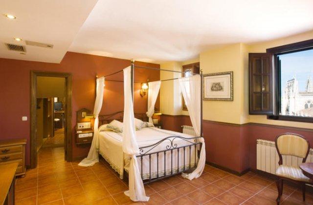 Camino de Santiago Accommodation: Hotel Mesón del Cid ⭑⭑⭑
