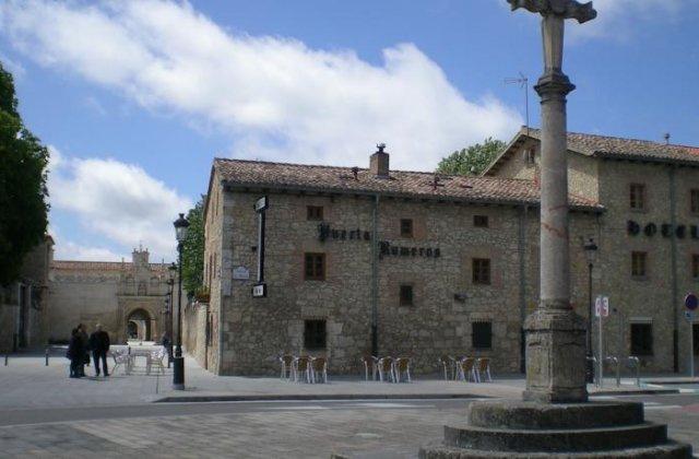 Camino de Santiago Accommodation: Hotel Puerta Romeros ⭑⭑