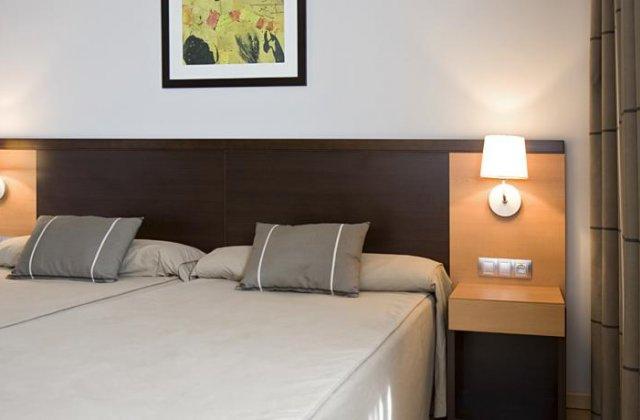 Camino de Santiago Accommodation: Hotel Castillo El Burgo ⭑⭑