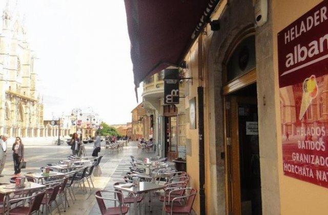 Camino de Santiago Accommodation: Hostal Albany ⭑⭑