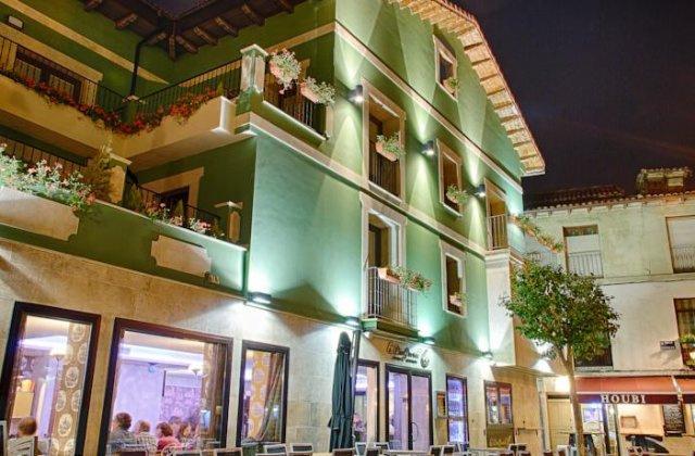 Camino de Santiago Accommodation: Hotel Le Petit León ⭑⭑