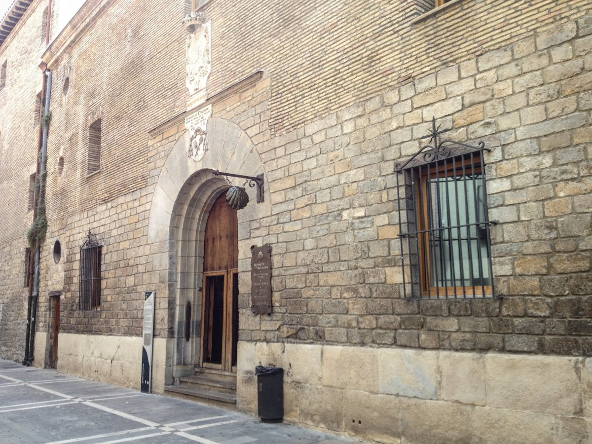 Camino de Santiago Accommodation: Albergue Municipal de Peregrinos - Iglesia de Jesús y Maria