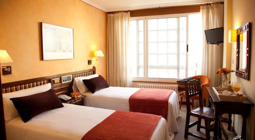 Camino de Santiago Accommodation: Hotel Eli-Mar ⭑⭑
