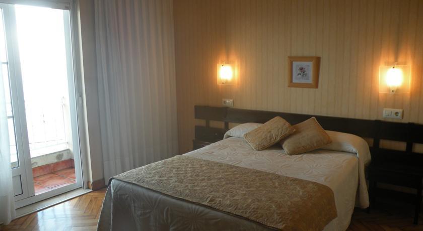 Camino de Santiago Accommodation: Hotel Rompeolas ⭑⭑