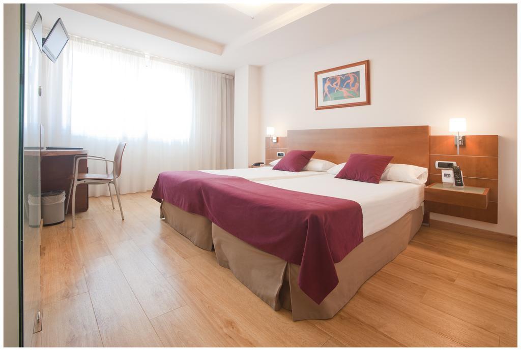Camino de Santiago Accommodation: Hotel Blue Longoria Plaza ⭑⭑⭑