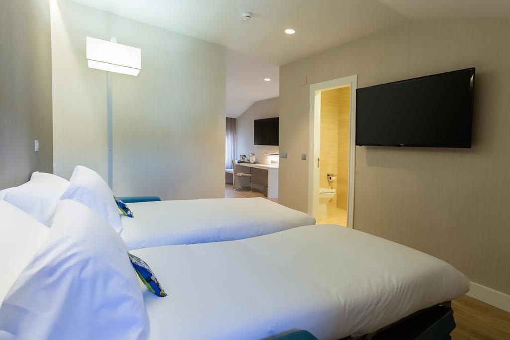 Camino de Santiago Accommodation: Hotel NH Principado ⭑⭑⭑⭑