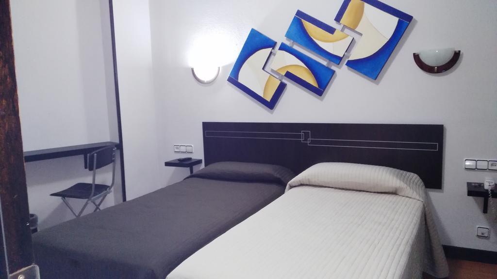 Camino de Santiago Accommodation: Hotel Santa Clara ⭑⭑