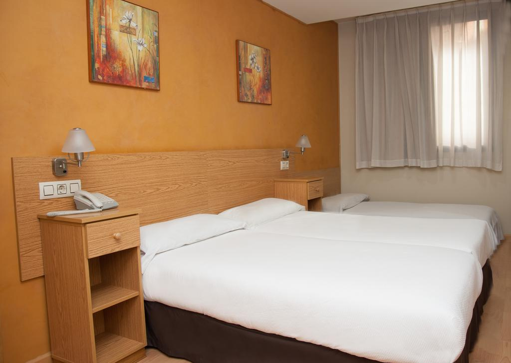 Camino de Santiago Accommodation: Hotel Confort Oviedo ⭑⭑