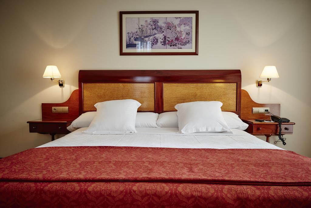 Camino de Santiago Accommodation: Gran Hotel de Ferrol ⭑⭑⭑⭑