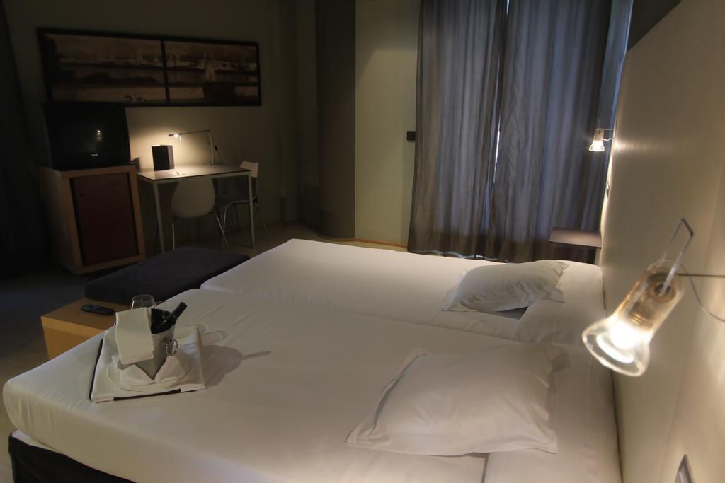Camino de Santiago Accommodation: Hotel CH Almirante ⭑⭑⭑⭑