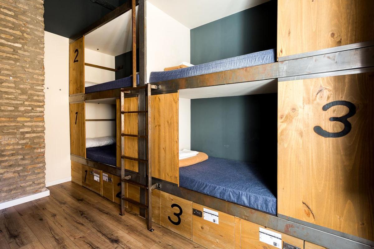 Camino de Santiago Accommodation: Black Swan Hostel