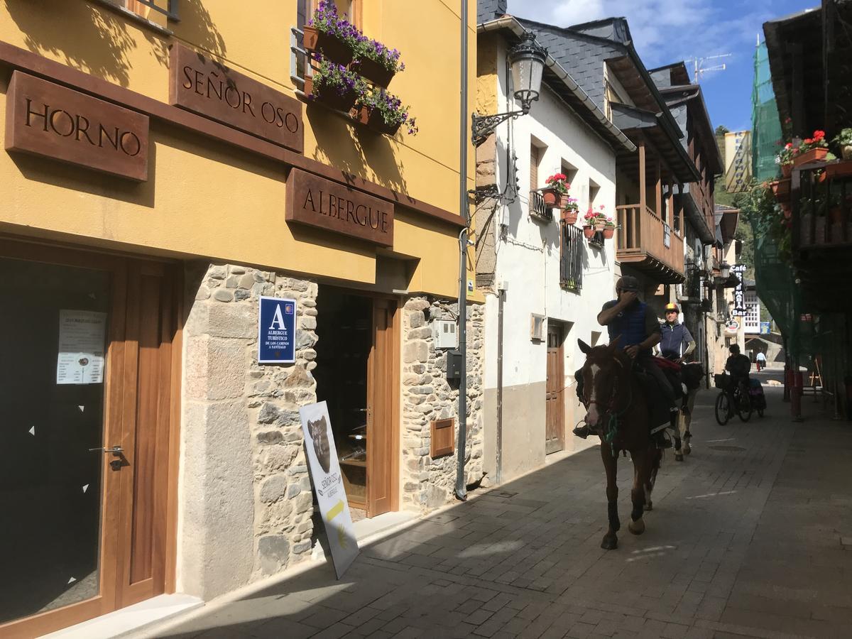 Camino de Santiago Accommodation: Albergue Señor Oso