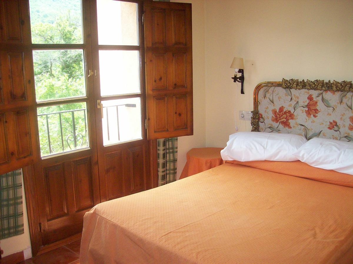 Camino de Santiago Accommodation: Hotel Rural El Jardín del Conde ⭑⭑⭑
